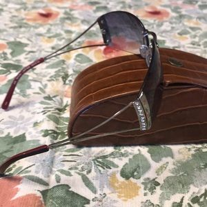 Tommy Bahama Accessories - Tommy Bahama sunglasses with case